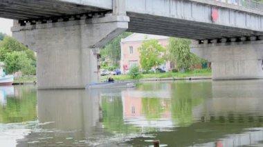 Řeka na letní den — Stock video