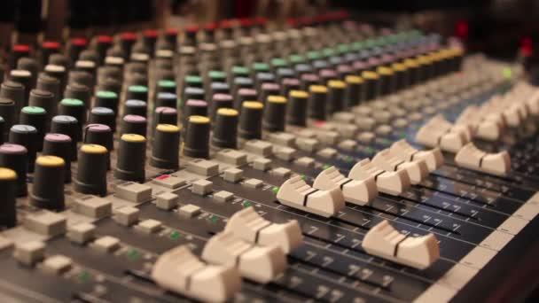 Mesa de mezclas audio digital. — Vídeo de stock