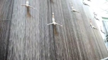 Waterfall inside Dubai Mall. — Stock Video