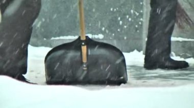 Man with snow shovel — Wideo stockowe