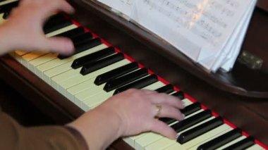 弹钢琴的女人 — 图库视频影像