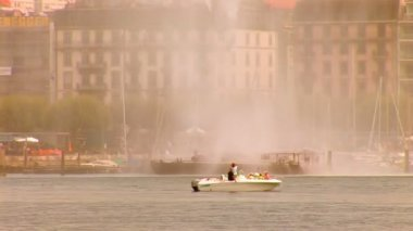 Fountain in Lake Geneva — Stock Video