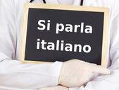 Doctor shows information: we speak italian — Stock Photo