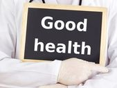 Doctor shows information on blackboard: good health — 图库照片