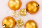 Christmas tree balls and gifts in snow — Stock Photo