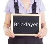 Craftsperson with blackboard: bricklayer — Stock Photo