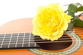 Beautiful yellow rose on guitar — Stock Photo