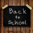 Back to school on message note with wooden background — Foto de Stock