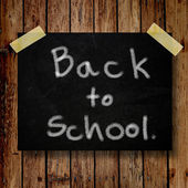 Back to school on message note with wooden background — Zdjęcie stockowe