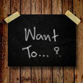 Quer na nota de mensagem com fundo de madeira — Foto Stock