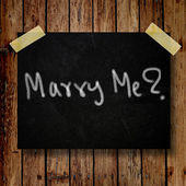 Marry me on message note with wooden background — Stock fotografie