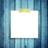 Blank paper note o on grunge wooden background with copy space — Stock Photo