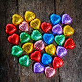 Chocolate para el día de San Valentín en forma de corazón colorido — Foto de Stock
