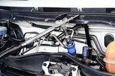 Wtryskiwacz gazu zainstalowany w silnik benzynowy, umożliwia tańsze alterna — Zdjęcie stockowe