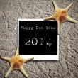 Happy New Year 2014 on Star fish and card on sands — Stockfoto