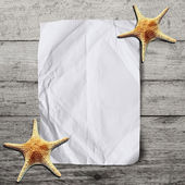 Blank crumpled paper on wooden background with starfish.Vacation — Zdjęcie stockowe
