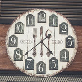 Vintage clock in the coffee shop with retro filter effect — Zdjęcie stockowe