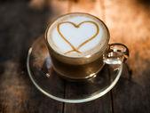 Heart shape on creamy coffee with natural light. — 图库照片