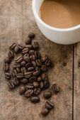 Cup of coffee and coffee bean on wooden background with nature l — Foto Stock