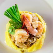 Fried noodle with shrimps. Phad Thai. — Stock Photo