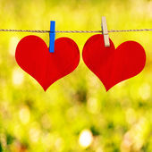 Red heart shape on note paper attach to rope with clothes pins o — Stockfoto