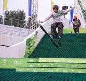 Rostov do don, rússia, 26 de setembro de 2013 - o atleta salta sobre — Foto Stock