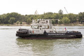 ROSTOV-ON-DON, RUSSIA-AUGUST 24 - Tug boat going down the river — Stock Photo