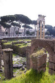 Tourists visiting the Roman Forum  — Stockfoto