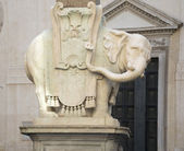 """""""słoń Minerva"""" (rzeźbiarz Berniniego) Bazyliki santa m — Zdjęcie stockowe"""