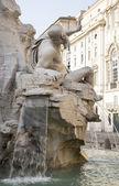 Fontein van de vier rivieren (architect bernini) op piazza navona — Stockfoto