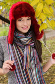 Sexy young brunette girl in autumn scene. — Foto Stock