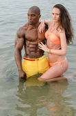 Black bodybuilder relaxing in the water after a hard workout during a summer vacation — Stock Photo