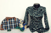 Green polka dots shirt on mannequin with matching accessories. — Stock Photo