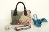 Summer floral purse with matching shoes and jewellery. — Stock Photo
