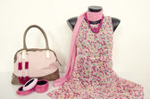 Pink floral dress on mannequin with matching accessories. — Stock Photo