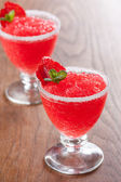 Strawberry slushie koppar inredda med mynta — Stockfoto