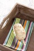 Weiße Schokolade-Eis am Stiel — Stockfoto