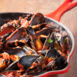Mussels on stirfried tomato sauce — Stock Photo