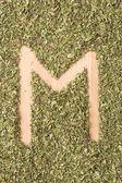 M dopis psaný s oreganem — Stock fotografie