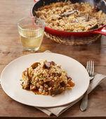 アーティ チョークとキノコの米の皿 — ストック写真