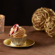 Candy bar cupcake on Christmas background — Stock Photo