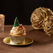 Christmas tree cupcake on Xmas background — Stock Photo