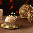 Snowflake cupcake on Christmas background — Stock Photo