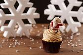 Santa Claus cupcake on Christmas background — Stock Photo