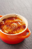 Creme brulee in a cocotte — Foto de Stock