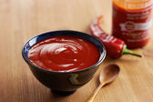 Bowl of sriracha sauce — Стоковое фото