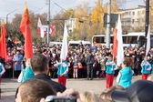 TVER - OCTOBER 11: People await the arrival of the Olympic flame — Stock Photo