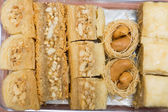Set of oriental sweets made with honey — Stock Photo