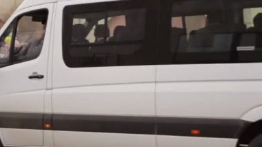 Children greet convoy involved in the Paralympic Torch Relay — Stock Video