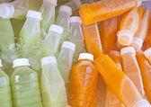 Garrafas de sucos de frutas — Foto Stock